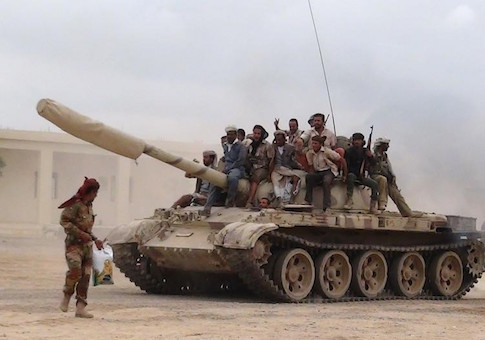 Southern People's Resistance militants loyal to Yemen's President Abd-Rabbu Mansour Hadi move a tank from the al-Anad air base in the country's southern province of Lahej March 24