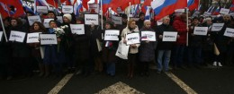 Protestors march near the site of Boris Nemtsov's murder. / AP