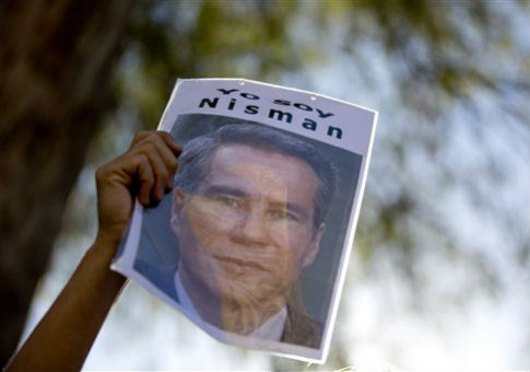 "A protestor's sign reads ""I am Nisman"" in Spanish, in reference to the death of the Argentine prosecturo Alberto Nisman / AP"