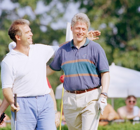 Tony Rodham hits the links with Bill Clinton in 1994. (AP)
