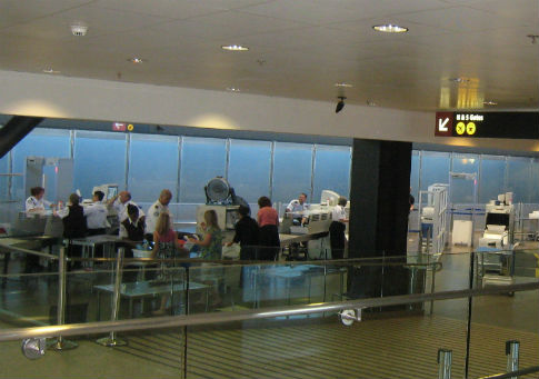Airport security at Seattle–Tacoma International Airport / Wikimedia Commons