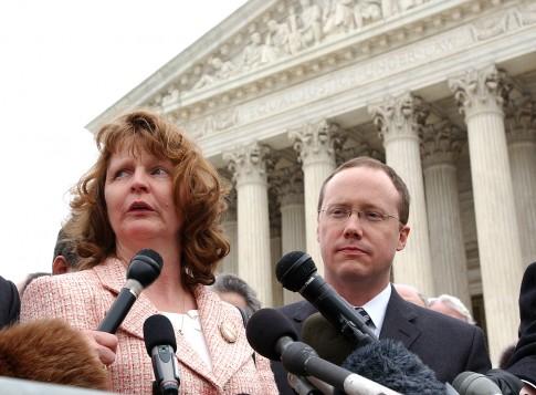 Susette Kelo outside the Supreme Court / AP