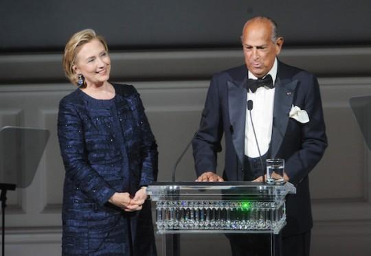 Hillary Clinton and Oscar de la Renta (AP)