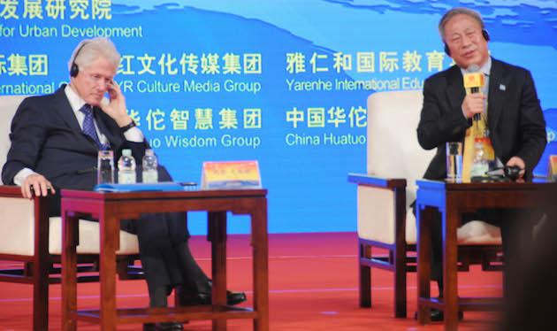 Bill Clinton and Yan Jiehe. (AP)