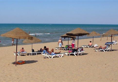 Tourists in Tunisia in 2012 / AP