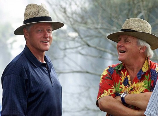 Bill Clinton hangs with Sir Anthony Hopkins in Brazil, 2001. (AP)
