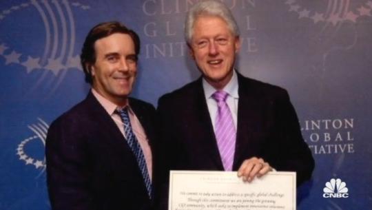Claudio Osorio and Bill Clinton (screenshot of CNBC program American Greed)