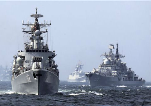 Chinese and Russian destroyers take part in a previous joint exercise in 2014 / AP