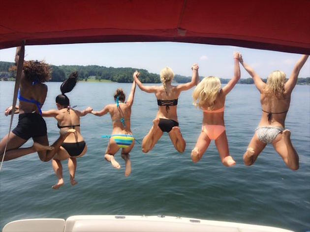 Panthers cheerleaders jumping of a boat / @PanthersTopCats