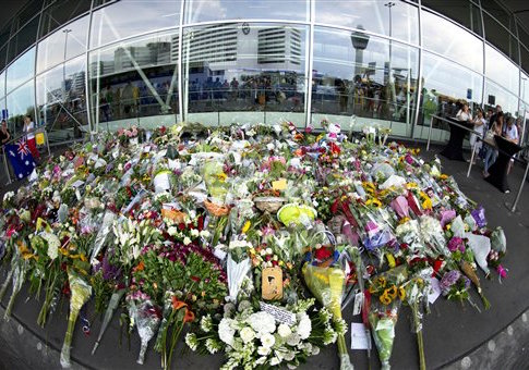 People lay flowers on the Airport Schiphol for the people who died in the Malasian airlines mh 17 who crashed in Ukrane / AP