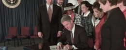 'Chris Jennings (second from left) appears at a bill singing with President Bill Clinton / AP' from the web at 'http://freebeacon.com/wp-content/uploads/2015/11/Chris-Jennings-260x105.jpg'
