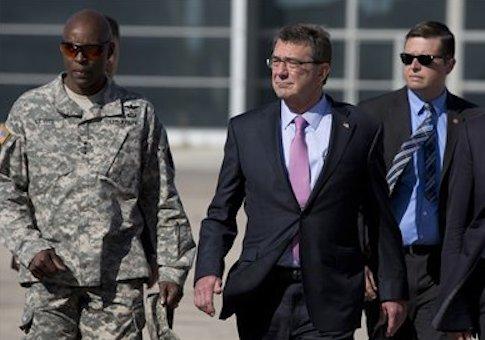 Defense Secretary Ash Carter and U.S. Army Lt. Gen. Ron Lewis (left) / AP