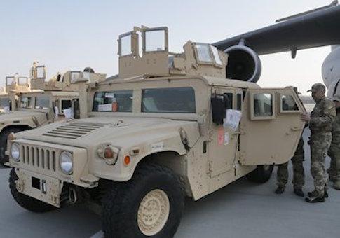 U.S. armored Humvees arrive in Ukraine / AP