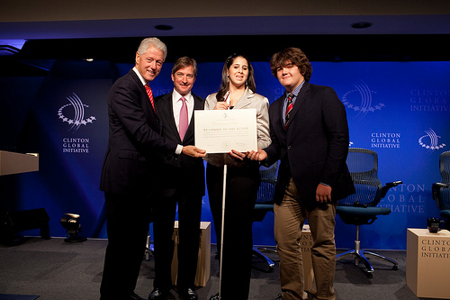 Jay Snyder with Bill Clinton at the CGI meeting in 2010 / openhandsinitiative.org