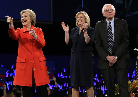 Iowa Democratic Party chair Andy McGuire stands between Hillary Clinton and Bernie Sanders / AP