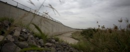A section of border wall stands in Anzalduas Park in Mission, Texas, across the Rio Grande from Reynosa, Mexico. / AP