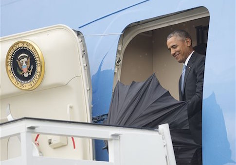 U.S. President Barack Obama takes out his umbrella as he steps out of Air Force One during his arrival at Jose Marti International Airport in Havana, Cuba / AP