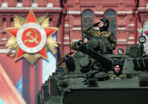 Russian tanks in the 2016 Victory Day Parade / AP