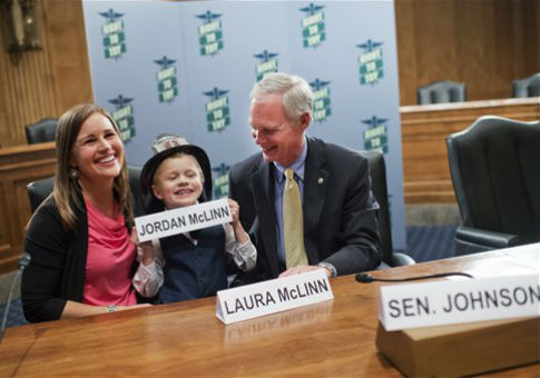 Jordan McLinn and mother with Wisconsin Sen. Ron Johnson / AP