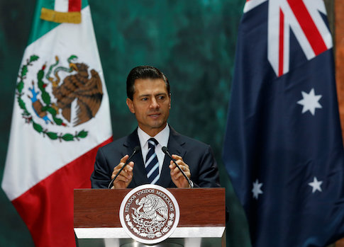 Mexico's President Enrique Pena Nieto gives a speech next to Australia's Governor-General Peter Cosgrove during an official welcoming ceremony, at the National Palace in Mexico City