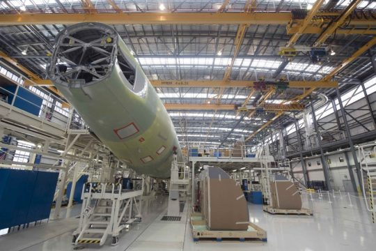 An Airbus A321 is being assembled in the final assembly line hangar at the Airbus U.S. Manufacturing Facility in Mobile, Alabama September 13, 2015 / REUTERS