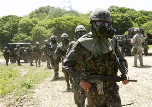 U.S. and South Korean Army soldiers participate in training exercise in South Korea, Thursday, May 16, 2013 / AP