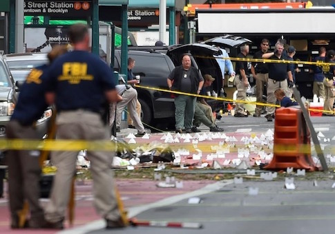 FBI officials stand amid site of explosion in New YorkFBI officials stand amid site of explosion in New York