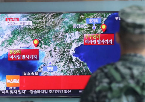 South Korean soldier watches TV broadcasting news report on Seismic activity produced by suspected North Korean nuclear test, Sept. 9, 2016 / REUTERS