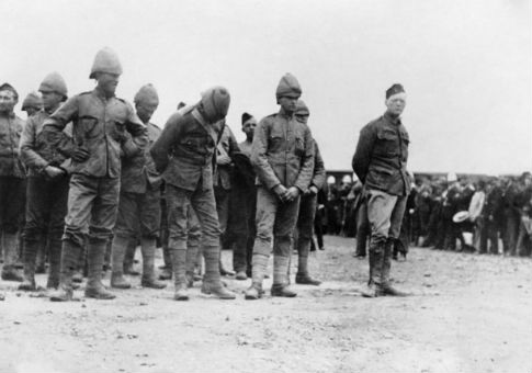 British prisoners of the Second Boer War, with a defiant Winston Churchill at right / Imperial War Museum