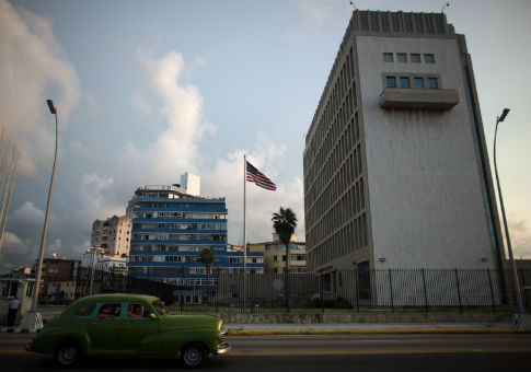 A vintage car passes by the U.S. Embassy in Havana, Cuba, September 21, 2016 / REUTERS
