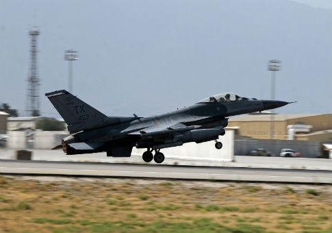 A U.S. Air Force F-16 Flying Falcon fighter bomber takes off for a mission from Bagram air field in Afghanistan Aug. 11, 2016 / REUTERS
