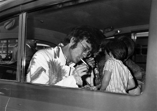 England John Lennon Smoke