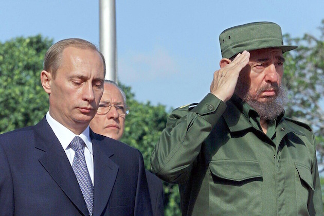 Vladimir Putin and Fidel Castro in 2000