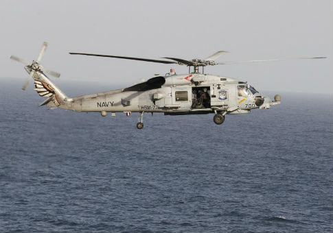 A Sikorsky SH-60 Seahawk helicopter during a transit through the Strait of Hormuz / REUTERS