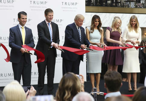 Donald Trump and his family / AP