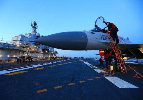 Live-fire drill using aircraft carrier in Bohai sea, China, Dec. 11, 2016 / REUTERS