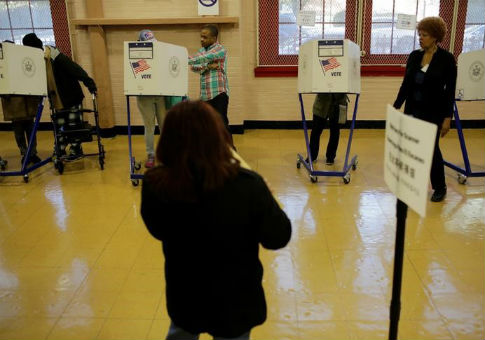 Polling station in the Bronx Borough of New York for U.S. presidential election / REUTERS