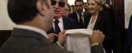 Marine Le Pen is offered a headscarf in Lebanon / AP