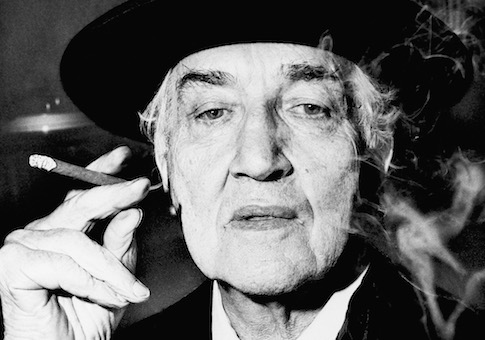 robert graves Robert graves, the english poet, novelist and classical scholar, died yesterday at his home in deya, a fishing village on the island of majorca.