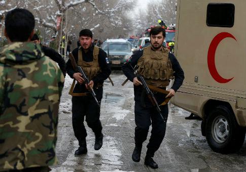 Afghan policemen arrive at site of bomb blast in Kabul, Afghanistan, Feb. 7, 2017 / REUTERS