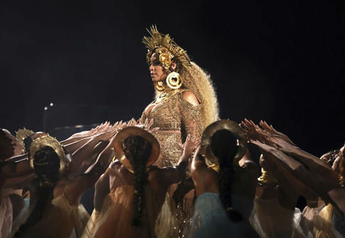 Beyonce performs at the 59th annual Grammy Awards / AP