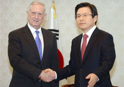 U.S. Defense Secretary James Mattis (L) and South Korea's acting President Hwang Kyo Ahn / AP