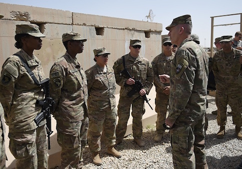 The US commander in Afghanistan John Nicholson talks with soldiers