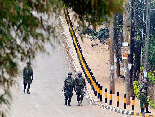 Kenyan soldiers patrol Westgate shopping mall