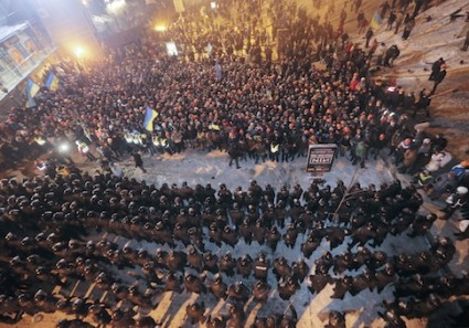 Ukrainian riot police block pro-European Union activists