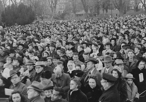Crowd gathered at the White House