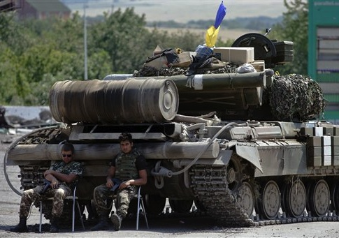 Ukrainian government army's soldiers rest near their tank at a check-point in the village of Debaltseve, Donetsk region