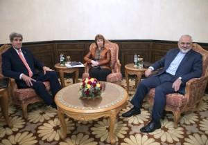 U.S. Secretary of State John Kerry (L), EU envoy Catherine Ashton (C) and Iranian Foreign Minister Mohammad Javad Zarif meet in Muscat November 10