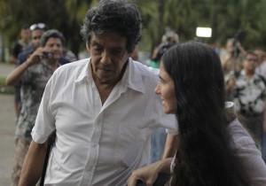 Cuba's best-known dissident, blogger Yoani Sanchez, walks with her husband Reinaldo Escobar outside Havana's Jose Marti International Airport May 30, 2013