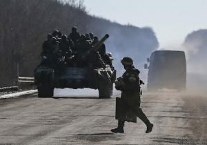 Ukrainian servicemen ride on a tank as they leave an area around Debaltseve, eastern Ukraine near Artemivsk, February 18, 2015